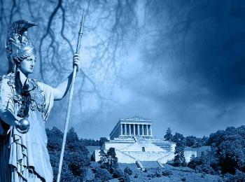 Богиня Афина на фоне акрополя в городе, названном в ее честь