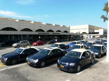 Стоянка такси около аэропорта Диагорас на Родосе