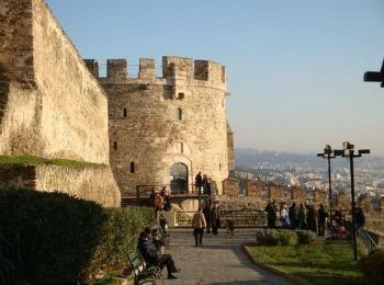Древние стены Ано Поли в Салониках