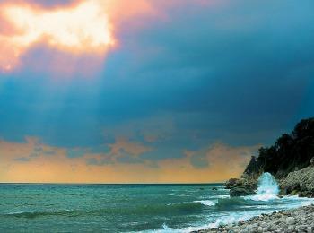 Пляж Хоревту после майской грозы