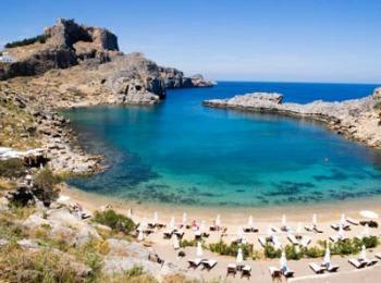 Пляж залива Ладико в Фалираки, Родос (Греция)