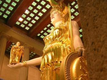 Вестница победы богиня Ника в руке у богини Афины