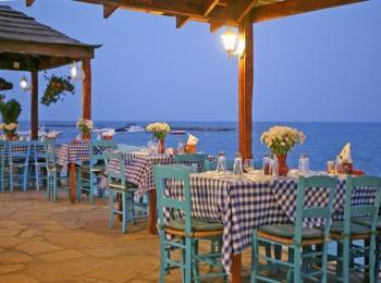 Прибрежная таверна в Греции