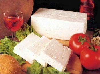 Сыр Фета - обязательный ингредиент классического греческого салата