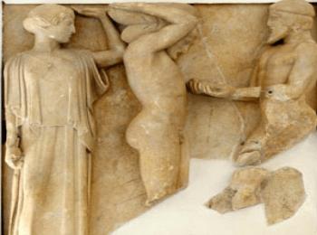 Метопа храма Зевса в Олимпии (музей Олимпии)