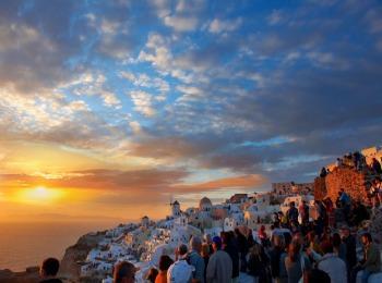 Знаменитый закат на острове Санторини, Греция
