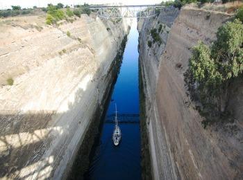 Коринфский канал полуострова Пелопоннес, Греция