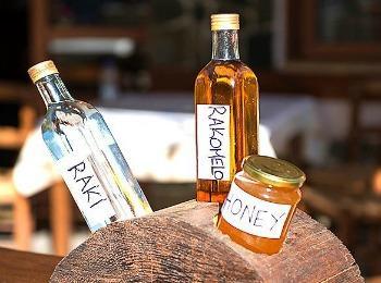 Критские спиртные напитки: раки и ракомело