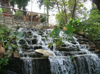 Водопад в центре Агрируполи, Ретимно, Крит