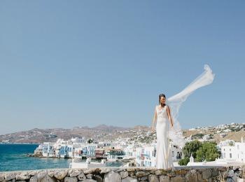 Невеста на фоне греческого острова
