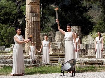 Зажигание Олимпийского огня. Древняя Олимпия, Пелопоннес