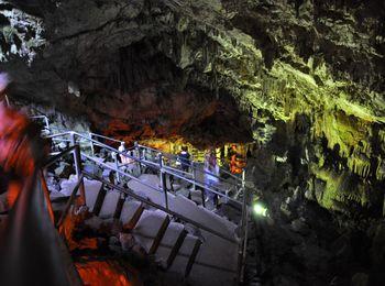 50 ступенек Пещеры Зевса на плато Лассити в Греции