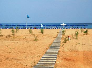 Оранжевый песочек и синие моря пляжа Кумбес, Ретимно, Крит