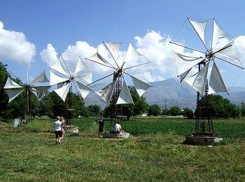 Самая известная достопримечательность на Плато Лассити - ветряные мельницы