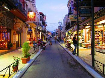 Вечерние торговые улицы в Ретимно