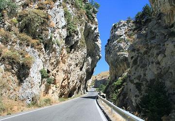 Дорога через ущелье Котсифу