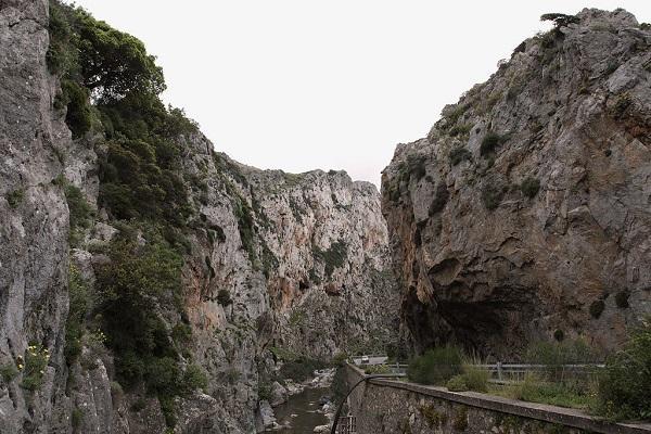 Скалы ущелья Курталиотико
