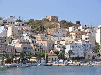 Город - порт Сития на северо-восточном побережье Крита