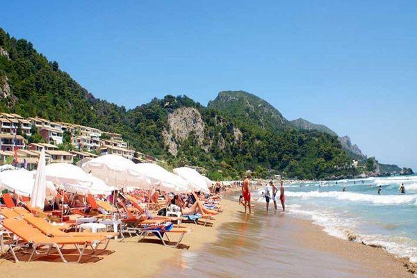 Пляж оборудован всем необходимым для отдыхающих