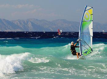 Любителей серфинга можно увидеть чаще в июне месяце