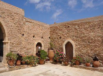 Знаменитый на Крите монастырь Топлу