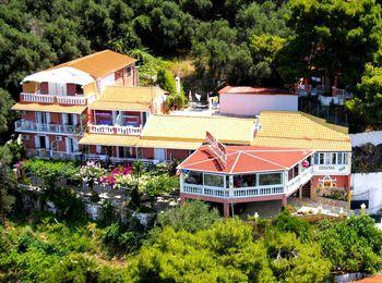 Bella Vista Hotel and Studios 2 - в центре курортного поселка Беницес