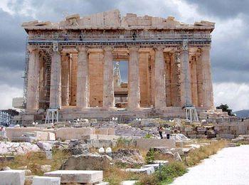 Парфенон - одна из самых известных достопримечательностей