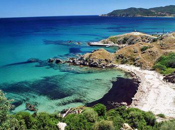 Кассандра - славится своими галечными и песочными пляжами
