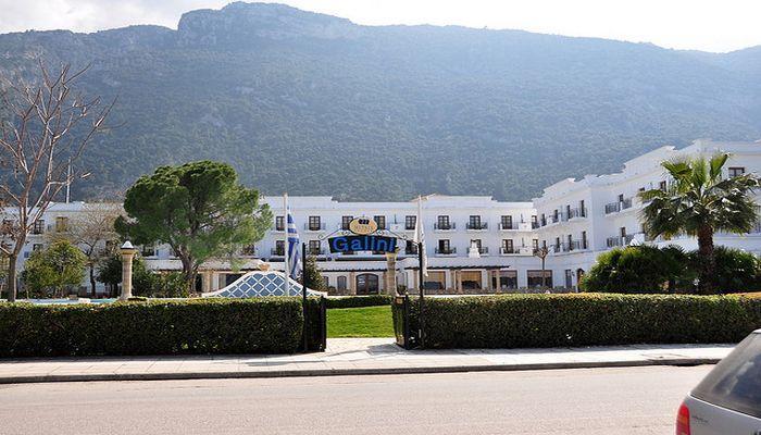 Отель Galini Beach у самого берега моря