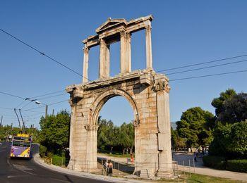 Римское сооружение - Арка Адриана
