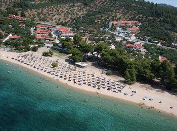 Чистый и просторный пляж гостиничного комплекса