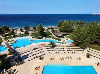 Большая пляжная территория отеля