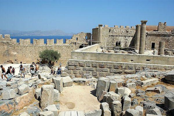 В центре Линдоса расположен - Древний Акрополь
