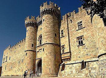 Дворец рыцарских времен - Кастелло