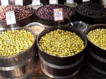 Греческий продукт - оливки - можно приобрести в любом месте