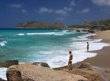 Не менее популярен пляж Фаласарна