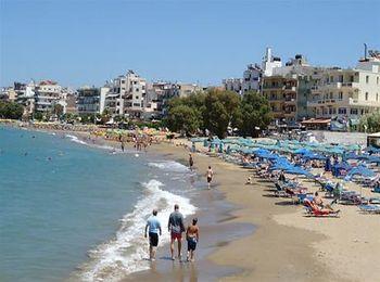 Пляж в черте города - Неа-Хора