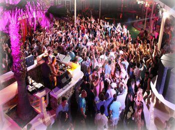 Прекрасная атмосфера в ночных клубах