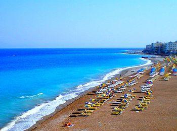 Просторные песчано-галечные пляжи