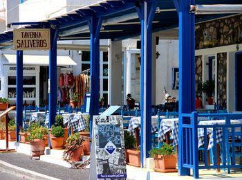 Множество таверн с греческой кухней