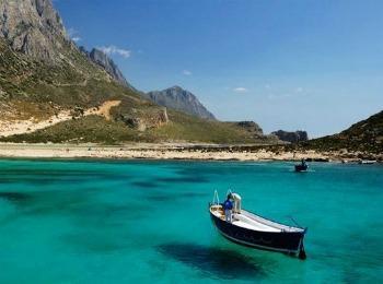 Один из ляжей Крита - белый песок, лазурное тихое море