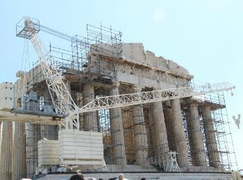 Реставрационные работы в античном храме Парфенон в Афинах
