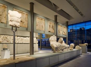 Зал Парфенона в музее Акрополя в Афинах