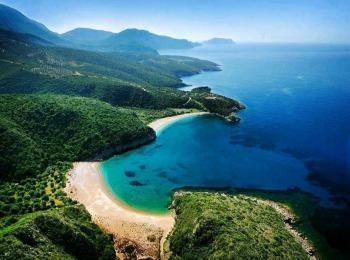 Дикие пляжи полуострова Халкидики в Греции