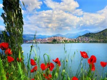 Ранняя весна на озере Орестиада в местечке Касторья