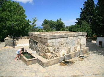 Источники на площади деревни Пили, сотров Кос, Греция