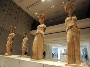 Оригиналы Кариатид, хранящиеся в музее Акрополя