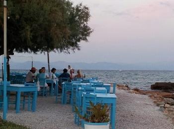 """Таверна """"Босой"""" на берегу моря, Артемида, Греция"""