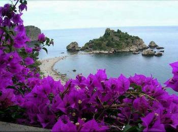 Май на Корфу, Греция