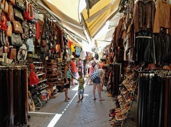 Торговая улочка на Крите